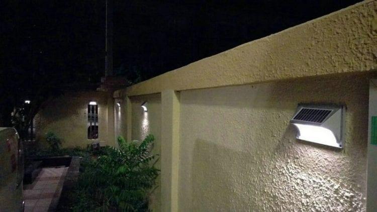 Segnapasso con pannello fotovoltaico incorporato luce calda 50 lumen