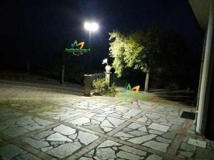 Lampione led ad energia solare per illuminazione piazzale