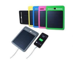 Caricabatterie ad energia solare con pannello fotovoltaico e batteria interna.