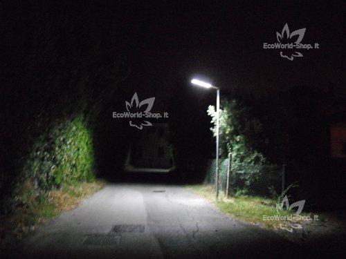 Plafoniera Da Esterno Con Sensore Di Movimento E Crepuscolare : Lampione per esterno solare lumen ecoworld shop
