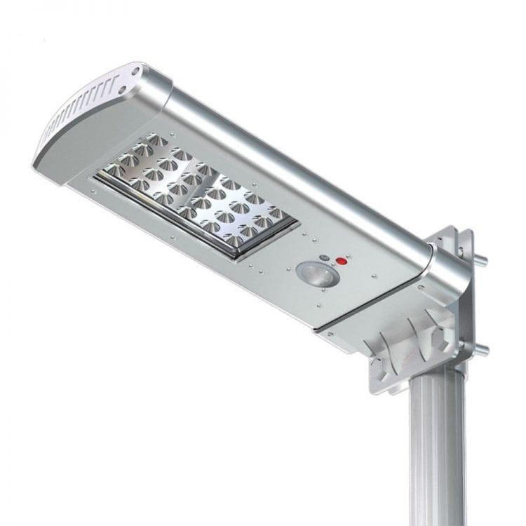 lampione ad energia solare per illuminazone esterna con pannello fotovoltaico