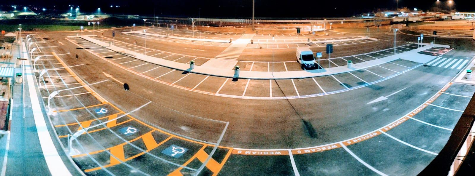lampioni 3000 lumen solari parcheggio autostrada