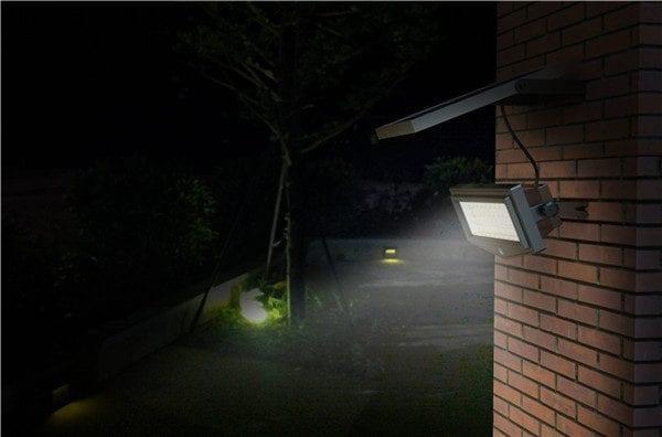 Illuminazione esterna con faro solare a led