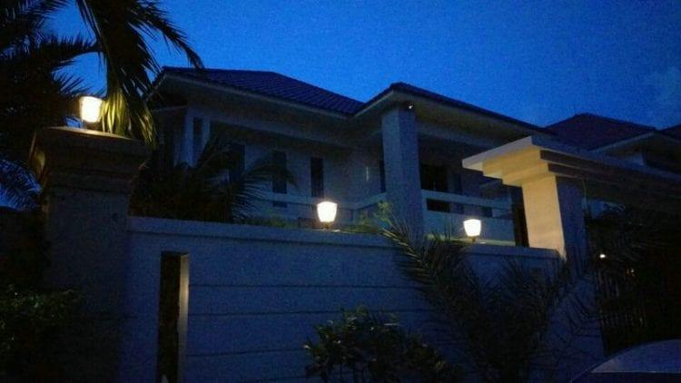Lampada per colonne ad energia solare, pannello fotovoltaico incorporato, 200 lumen luce calda