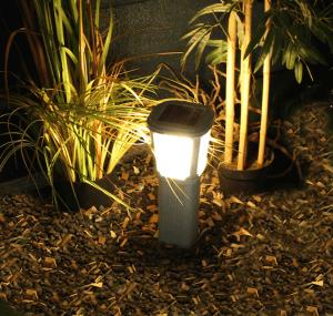 Lampioncino con pannello fotovoltaico incorporato