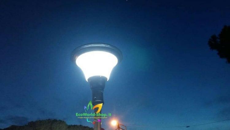 illuminazione esterna con lampione ad energia solare