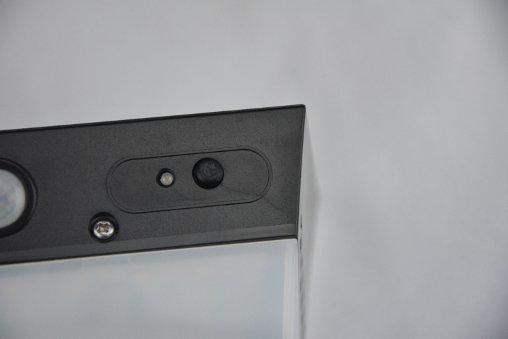 Lampada parete led solare pulsante di selezione luce