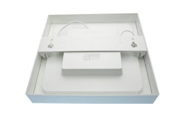 Plafoniera-led-18Watt-moderna-quadrata-interni-fissaggio