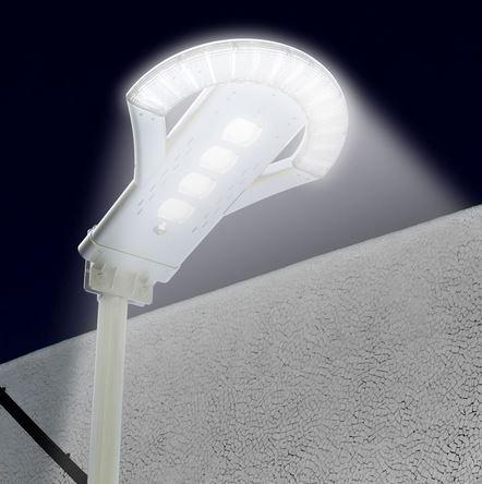 lampione solare con flusso luminoso di 2500 lumen alla massima potenza