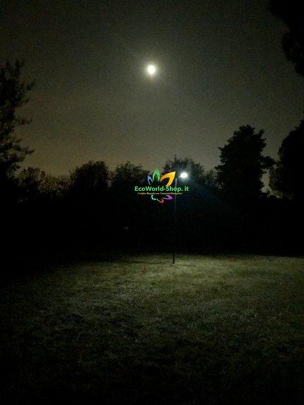 Lampione a led con pannello solare inclinabile e telecomando