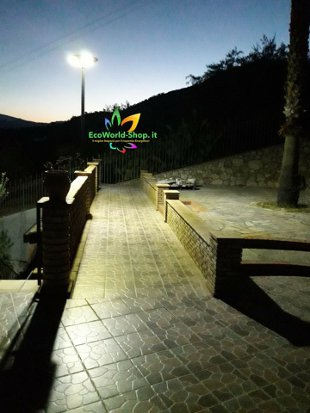 Lampione solare 1000 lumen illuminazione viale