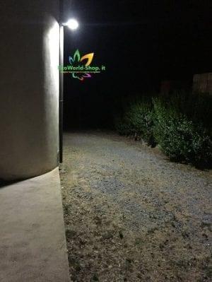 lampione solare da esterno per illuminare il retro di abitazioni