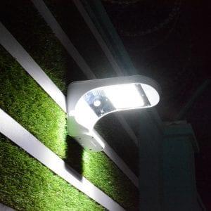 Lampada solare accesa a 1000 lumen a luce fredda
