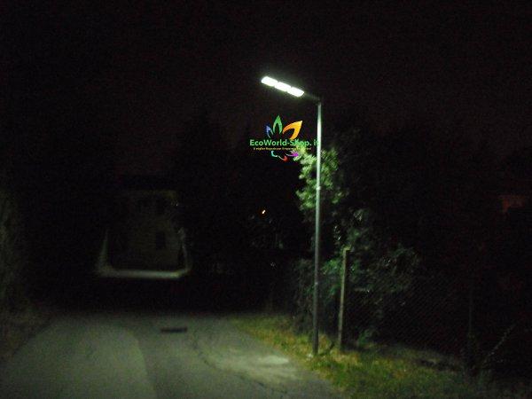 Illuminazione strada pubblica con lampione ad energia solare