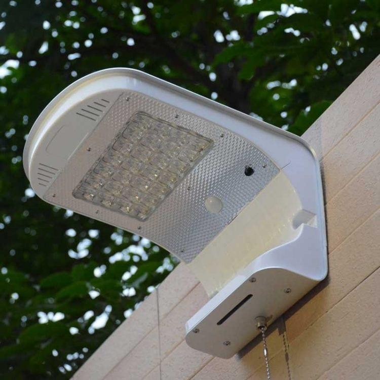 applique da esterno con pannello fotovoltaico