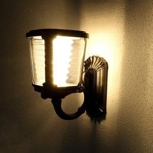 Lampada da esterno con pannelo solare illuminazione luce calda