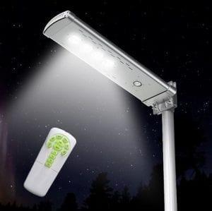 Lampione solare con pannelo fotovoltaico 3000 lumen