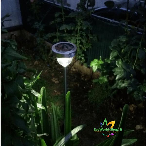 lampioncino da giardino con pannello solare