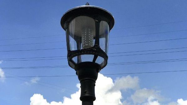 Lampione energia solare da esterno con pannello soalre