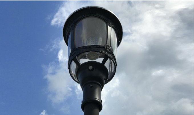 Lampione solare stile antico con pannello solare da 12.5watt