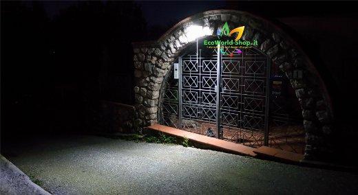 Applique solare led per illuminazione cancello