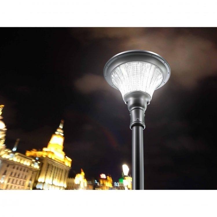 lampione a energia solare con sensore di movimento