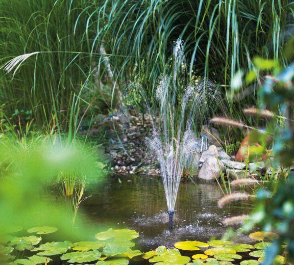 Pompa solare per laghetto fontana solare 600 l h for Pompe per laghetti da giardino