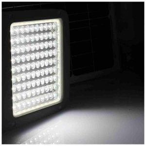 illuminazione a energia solare con faro