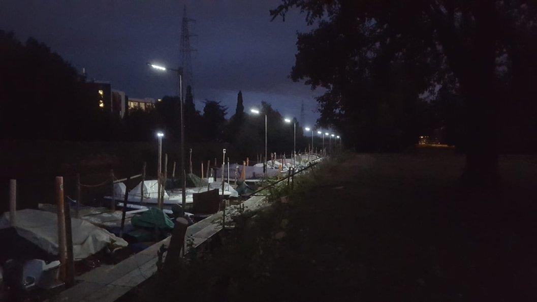 Illuminazione Solare : Lampioni solari illuminazione faretti e lampioni fotovoltaici