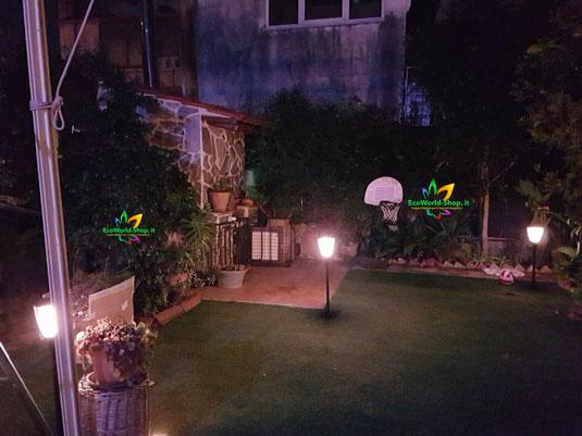Illuminazione notturna con lampioncini ad energia solare da giardino