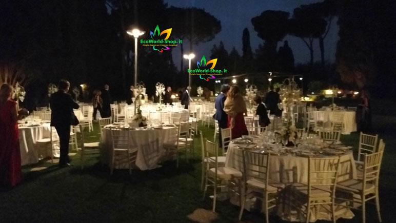 Lampioni energia solare installati in una villa antica per eventi