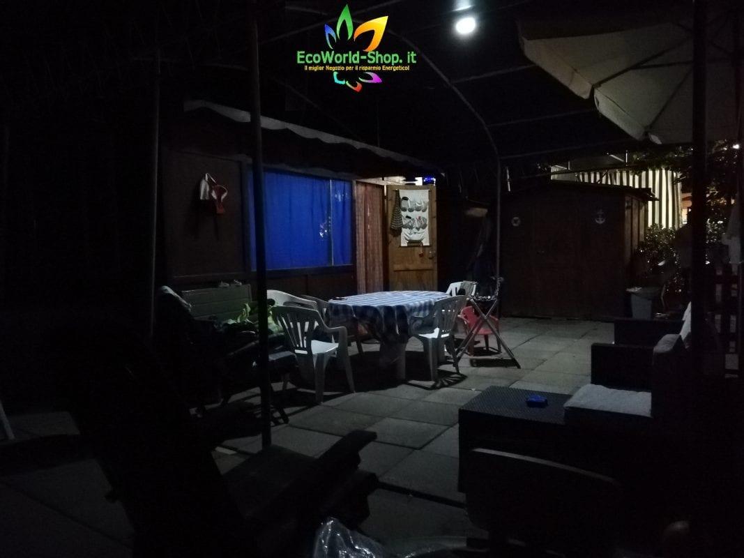 Illuminazione nottura con faretto ad energia solare