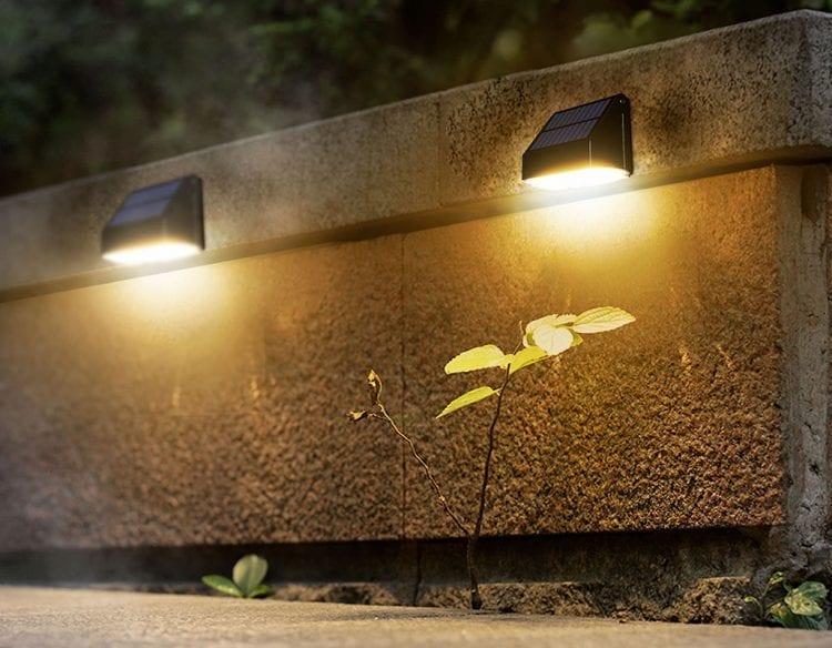 Posizioanmento esterno di lampade solari per illuminazione esterna