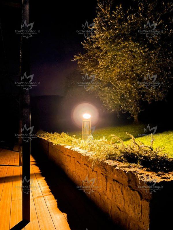 lampione solare per illuminare l' esterno