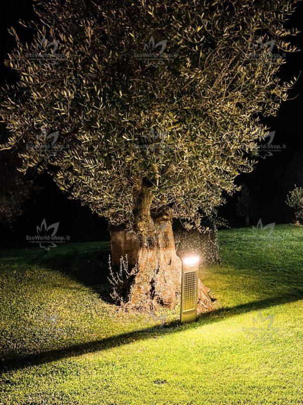 Illuminazione notturna con lampione ad energia solare