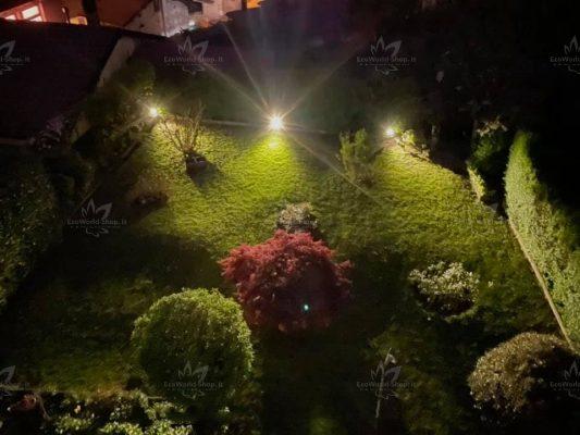 faretti led solari per illuminazione giardino con pichetto