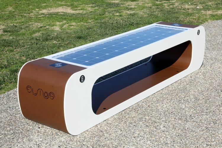 panchine fotovoltaiche smart e intelligenti