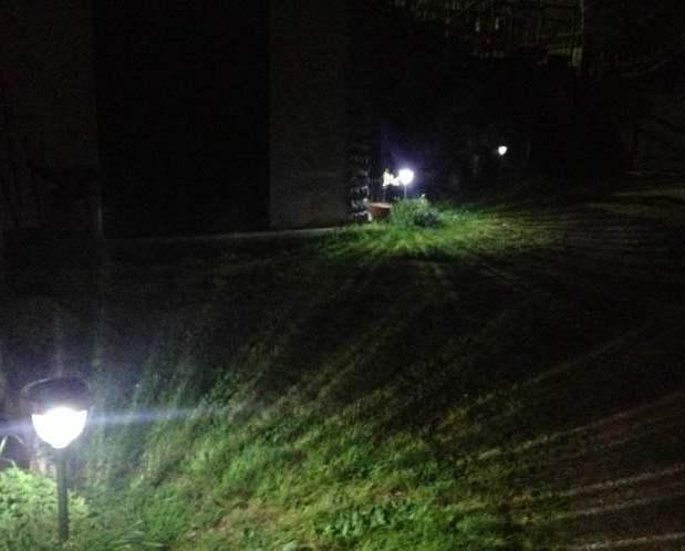 Lampioncino da giardino ad energia solare a led per viali e giardini
