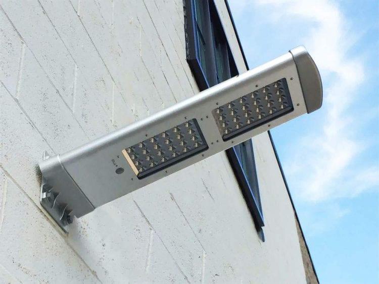 Lampione da esterno solare con sensore di movimento