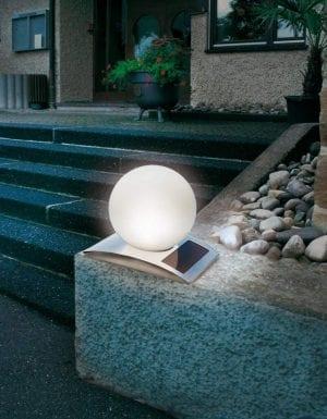 La lampada solare decorativa ha due funzionamenti: colore fisso o cambio colore