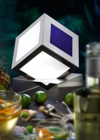 Lampada decorativa a led solare per illuminare le tue cene e feste all' aperto.