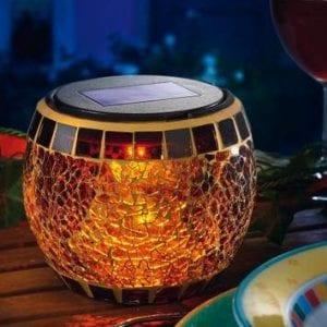 Lampada decorativa con pannello fotovoltaico per cene e feste all' aperto