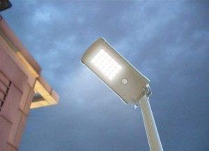 Lampione led solare esterno