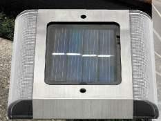 Segnapasso con Pannello Fotovoltaico Led da fissare a terra tramite stop