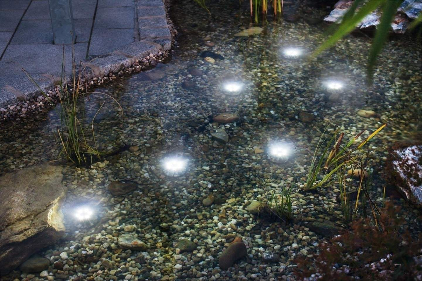 Faretti solari a led immergibili super splash ecoworld for Pompe per laghetti da giardino